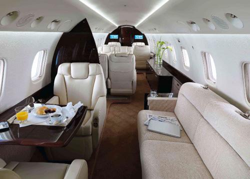Interior de un jet Legacy fabricado por Embraer