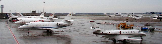 Jets en la terminal corportiva del aeropuerto de Barcelona