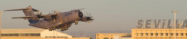 A400M, despegando del aeropuerto de Sevilla