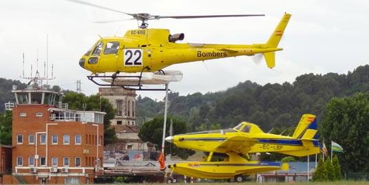 Helicópteros contratados por la Generalitat de Cataluña para la campaña de este vereno / Foto: JFG