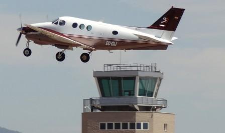 Nueve empresas del aeropuerto de sabadell se oponen a que for Horario bricomart sabadell
