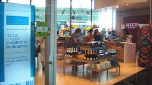 Una de las tiendas del aeropuerto de Barcelona