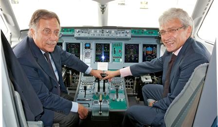 De izquierda a derecha Carmelo Cosentino, presidente, y Nazario Cauceglia, máximo responsable ejecutivo de SuperJet International