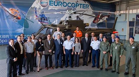 Asistentes al acto de entrega de los dos aparatos / Foto: Eric Raz - Eurocopter
