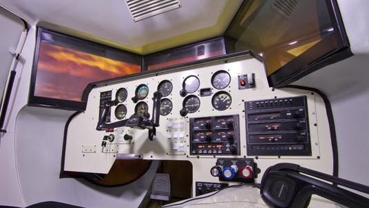 El simulador recrea las condiciones del monomotor Moneey Bravo