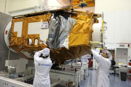 Puesta a punto del satélite / Foto: Astrium