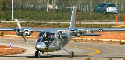 Un bimotor en el aeropuerto de Sabadell