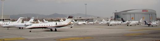 Imagen de la plataforma de Barcelona - El Prat en la que se estacionan los aviones corporativos / Foto: Aena