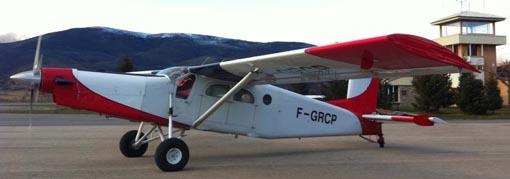 Avión Pilatus PC-6 utilizado para los saltos de paracaidistas