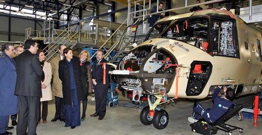 Maria Dolores de Cospedal, el pasado miércoles en la fábrica de Eurocopter de Albacete / Foto: H. Fraile - Gobierno de Castilla - La Mancha