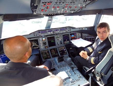 Cockpit del A380 de Emirates que voló a Barcelona el pasado mes de febrero / Foto: JFG