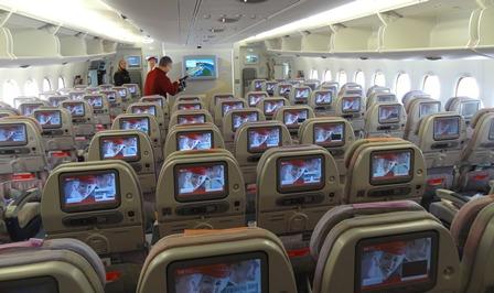 Asientos de clase económica de un A380 de Emirates