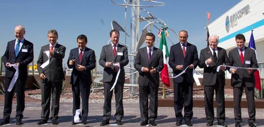 Directivis de Eurocopter y del gobierno de México y la región de Querétaro, hoy durante la inauguración de la fábrica / Foto: Eurocopter