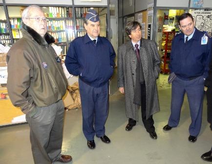 De izquierda a derecha, José Rubira, Francisco Javier Javier García, Carles Martí y Fernando Lens, en el taller de mantenimiento del Aeroclub