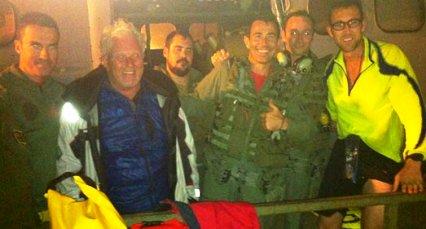 Los rescatados y sus rescatadores, todos felices