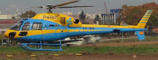 Helicóptero de la DGT, en el aeropuerto de Sabadell en noviembre de 2012 / Foto: AeroTendencias