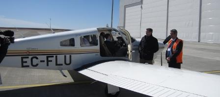 Uno de los dos aviones, junto al hangar de Tarmac