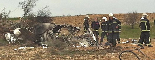 Los bomberos examinan los restos del aparato / Foto: Bomberos Comunidad de Madrid