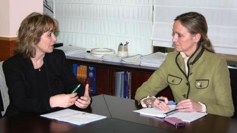 Teresa Busto y a la derecha Carmen Casero