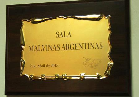 Se descubrió esta placa de bronce / Foto: ORSNA