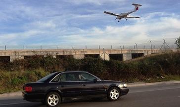 Un avión de escuela aterriza en el aeropuerto de Sabadell