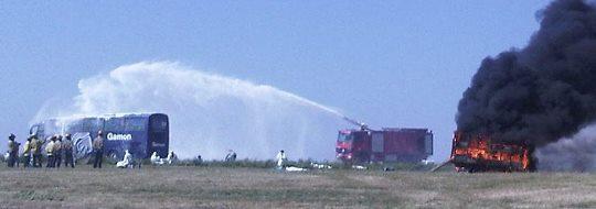 Se simuló que el avión se partía en dos y que una parte se incendiaba