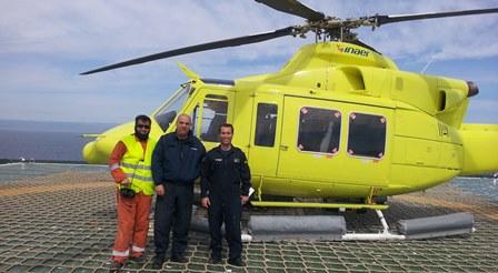 El Bell 412 de Inaer, en una plataforma en el mar