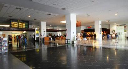 Interior de la terminal de Lanzarote