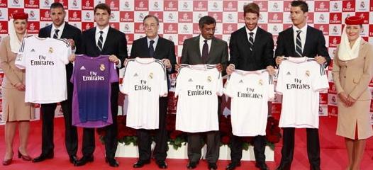 Benzema, Casillas, Sergio Ramos y Ronaldo, acompañados por los presidentes del Real Madrid y Emirates