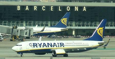 Dos aviones de Ryanair en el aeropuerto de Barcelona