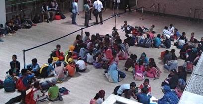 Niños saharauis, en el aeropuerto de Sevilla / Foto: Aena