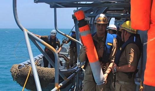 El cilindro, una vez se trasladó a la fragata alemana / Foto: Ministerio de Defensa