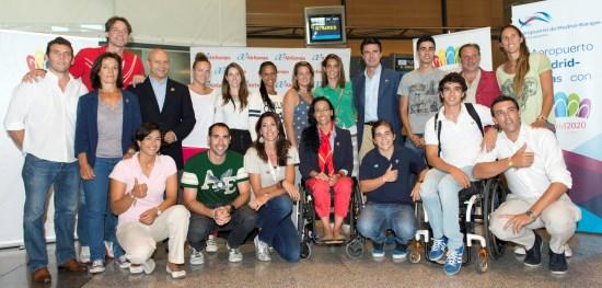 Los ministros Soria y Wert con deportistas que acuden a Buenos Aires