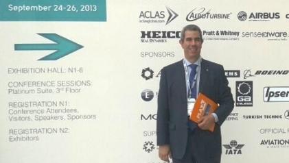 El driector del aeropuerto de Teruel, Alejandro Ibrahim, en la feria MRO Europe