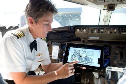 La tableta suprimirá 17 kilos de documentación en papel por piloto