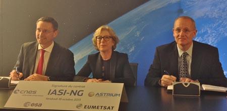 Momento de la firma del contrato / Foto: Astrium