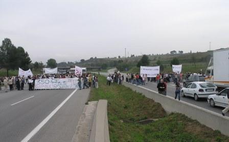 Los trabajadores de las empresas ubicadas en el Aeropuerto cortaron la autopista C-58