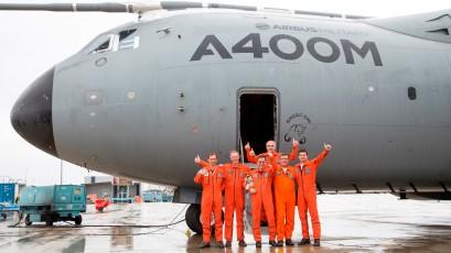 La primera y ultima tripulación del Grizzly 1, entre la que figura el español Ignacio Lombo / Foto: Airbus