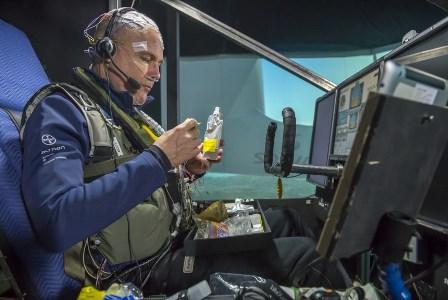 Bertand Piccard, reponiendo fuerzas / Foto: Solar Impulse