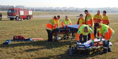Una ambulancia entró en el campo de vuelo para intervenir en el ejercicio