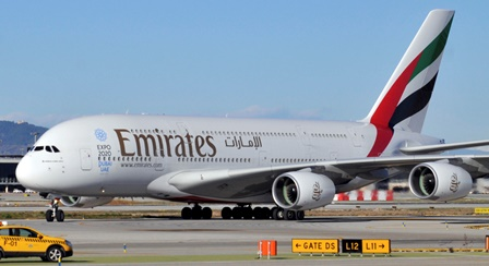 El A380 de Emirates, hoy al llegar a Barcelona