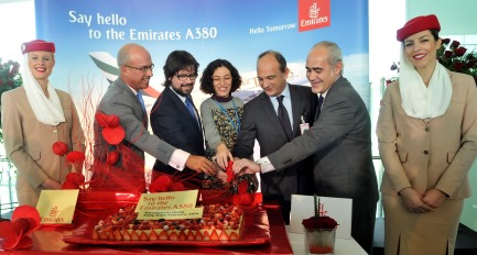 Las autoridades celebran la entrada en servicio del A380 en Barcelona