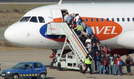 Pasajeros en el aeropuerto de Girona / Foto: Xavier Pou