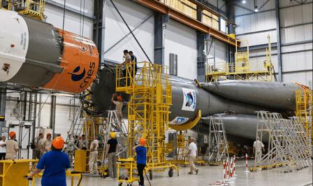 Ensamblaje del cohete Soyuz que llevará el Sentinel-1A al espacio