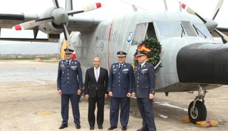 El Jefe de Estado Mayor del Ejército del Aire con otras autoridades en la despedida del D.3