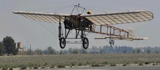 Tras varios saltos, voló a cuatro metros de altura toda la longitud de la Base Aérea de Albacete