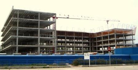 Imagen del edificio a medio construir