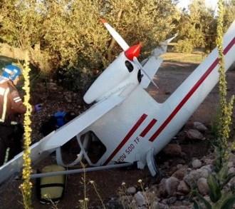 El ultraligero sufrió importantes daños / Foto: Bombers de la Generalitat