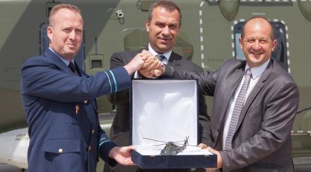 Col Vandezande, ministro de Defensa de Bélgica, Luigi Cereti, director general de NHIndustries y Vincent Dubrule vicepresidente de NHIndustries