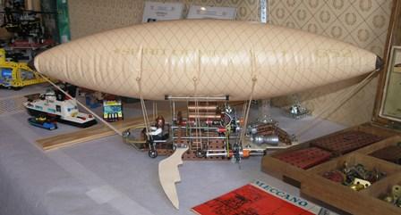 Dirigible de fantasía, visto en una exposición de juguetes en Mirepoix